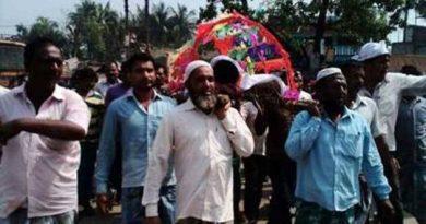 Muslim neighbours cremate Hindu youth with full rites, chant 'Hari Bol'